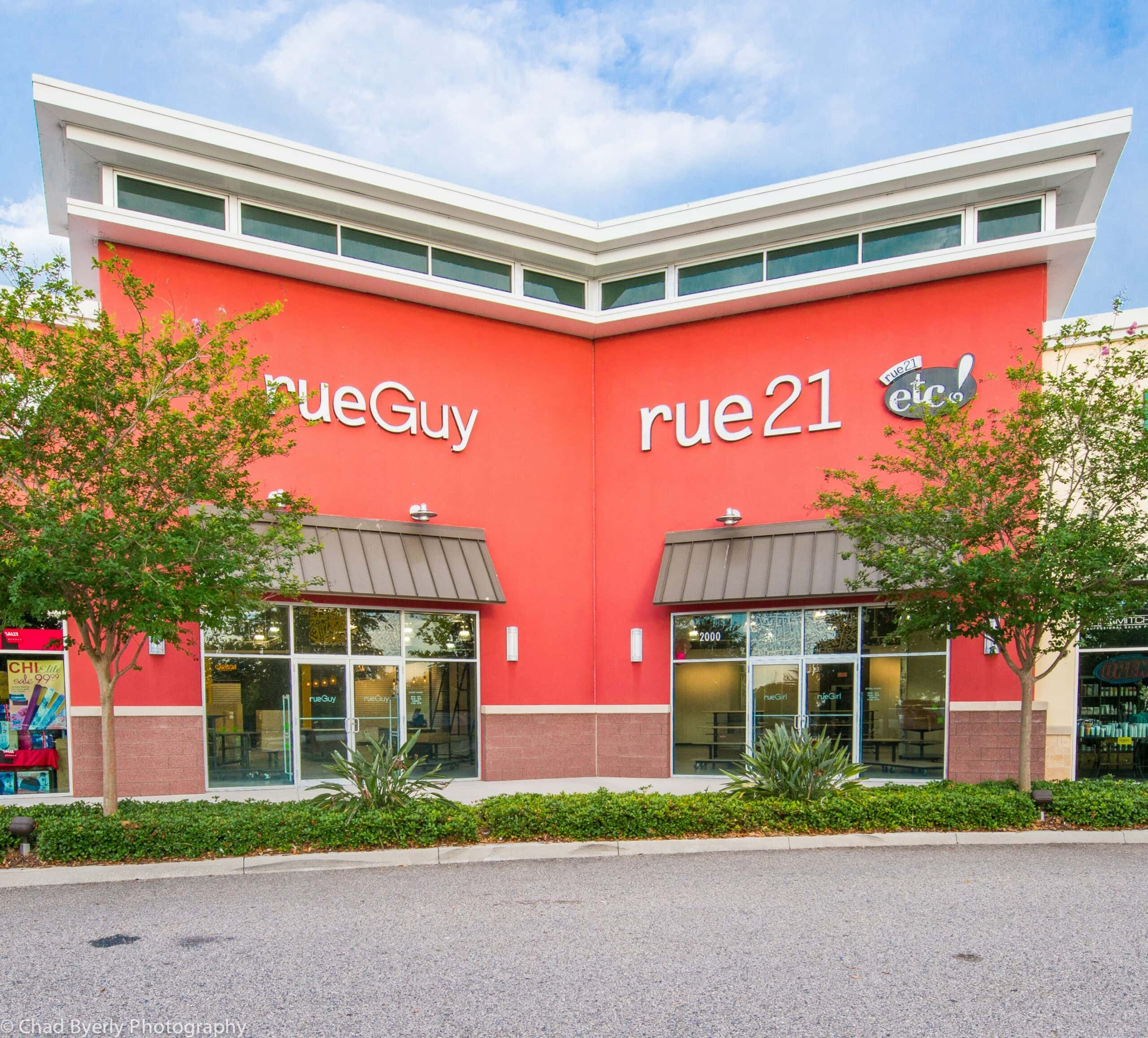 Entrance at rue21 Posner Commons showing the rueGuy and rue21 exterior wall signage.